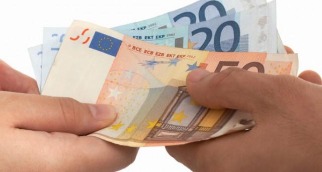 Pagamento retribuzione lavoratori: divieto corresponsione in contanti.